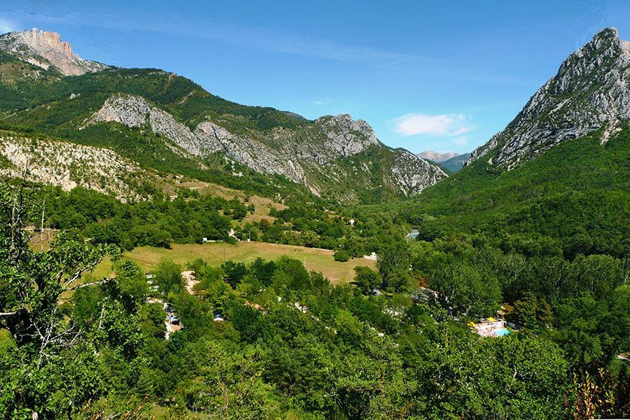 Domaine chasteuil provence in castellane campingcard acsi for Camping haute provence avec piscine